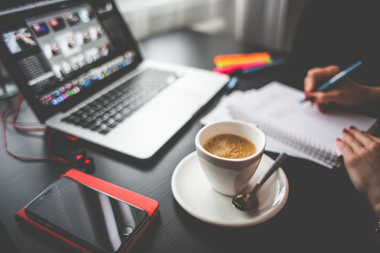 красивая картинка ноутбук и кофе товары уже